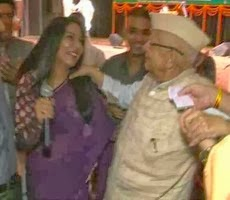 Shocking video: ND Tiwari grabs female show host, forces her to dance with him