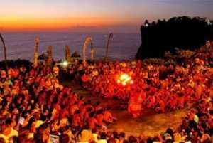 Pertunjukan Tari Kecak di Pura Uluwatu Bali