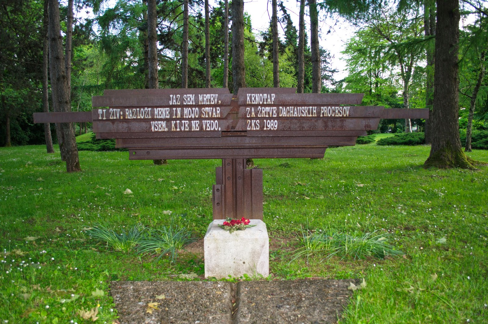 Spomenik žrtvam dachauskih procesov