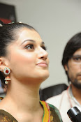 taapsee glam pics in saree-thumbnail-6