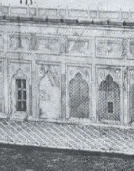 These arches along the eastern side of the plinth are an indication of the row upon row of rooms total 1089 that lie hidden inside the marble plinth.