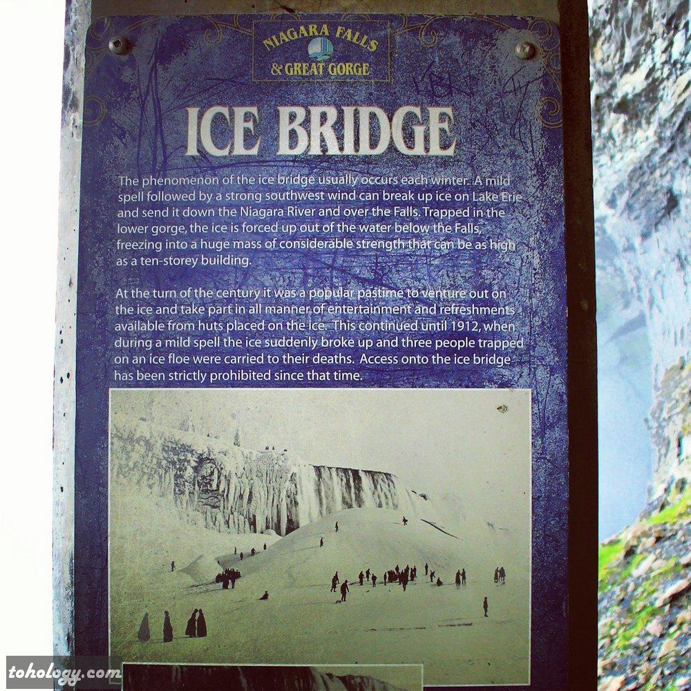 Niagara Falls info stand