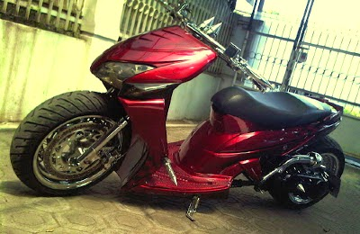 Gambar Modifikasi Honda Vario 125 Merah Lowride 2014