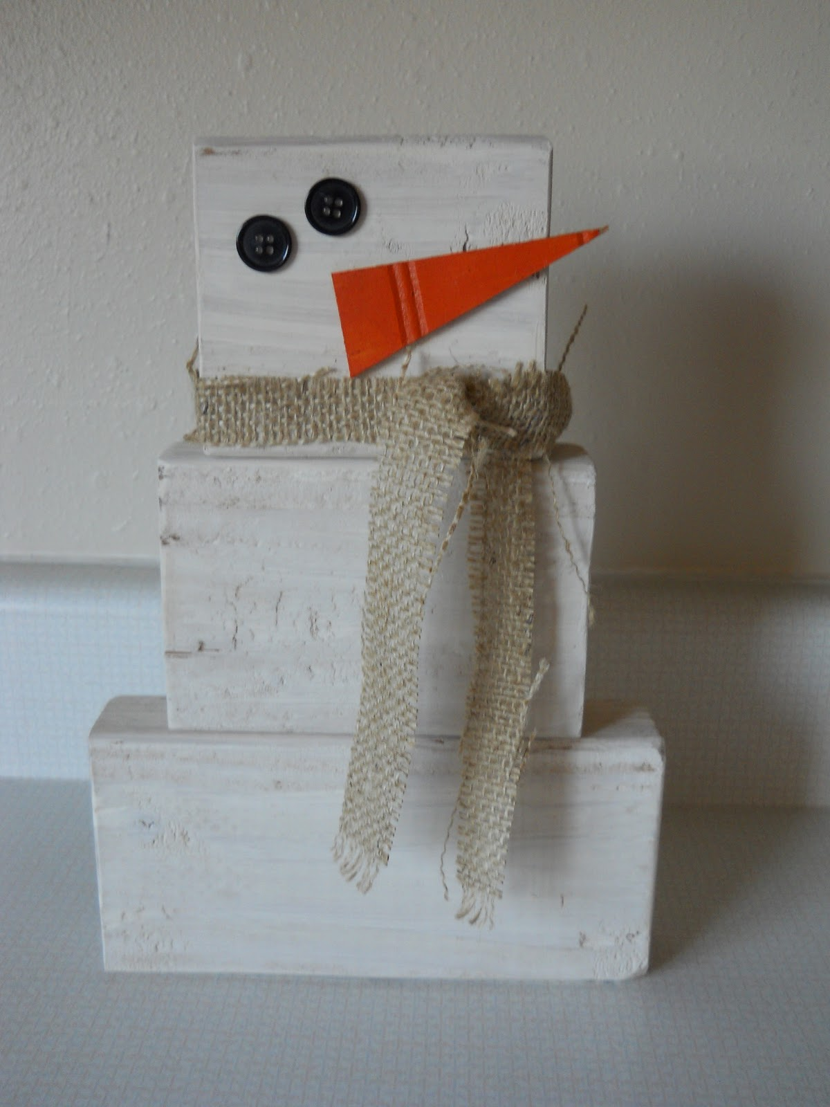 Dandelions and dust bunnies 2x4 snowman for Snowman made out of burlap
