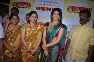 Kajal Aggarwal looks Stunning Spicy at Chennai Shopping Mall in Pattu Saree