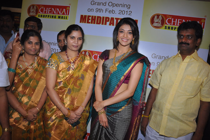 kajal agarwal in saree at chennai shopping mall launch actress pics