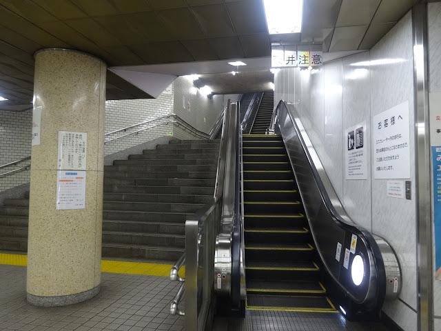 階段,エスカレーター,地下鉄九段下駅〈著作権フリー無料画像〉Free Stock Photos