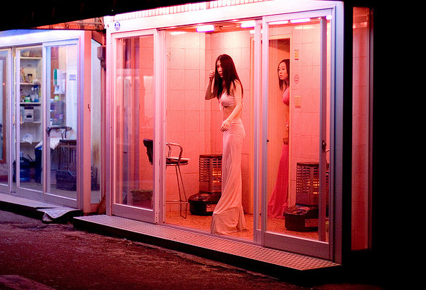 Prostitutas coreanas en un barrio rojo de Seúl
