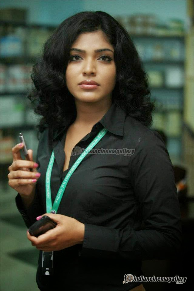 Head Shaved Indians Rima Kallingal Curly Hairstyle Actress