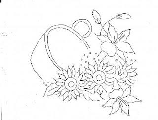 tacho com hibiscos e girassol
