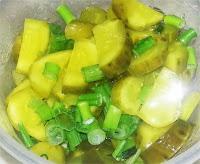соленый огурец салат
