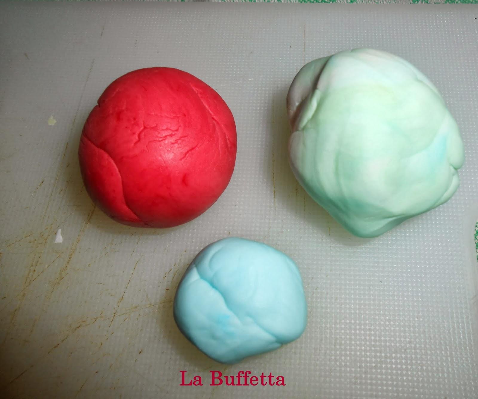 colorare la pasta di zucchero