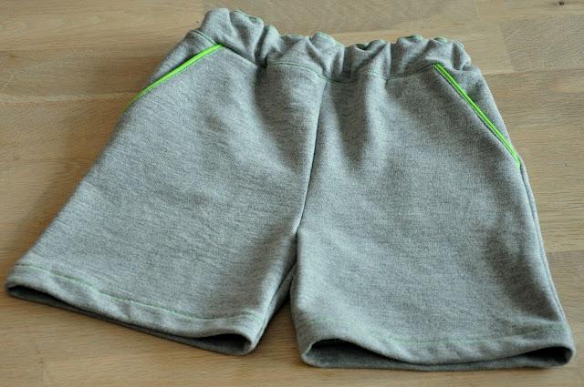 hjemmesyet shorts med neongrøn detaljer