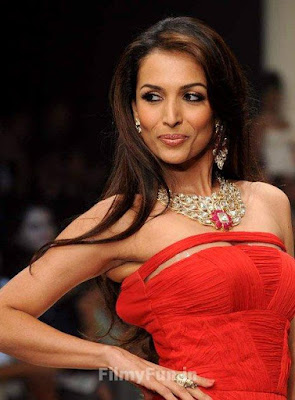 Malaika_Arora_Khan_hottest_in_red_FilmyFun.in
