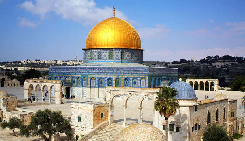 Israil Melunak, Izinkan Warga Gaza Sholat Jumat di Jerusalim