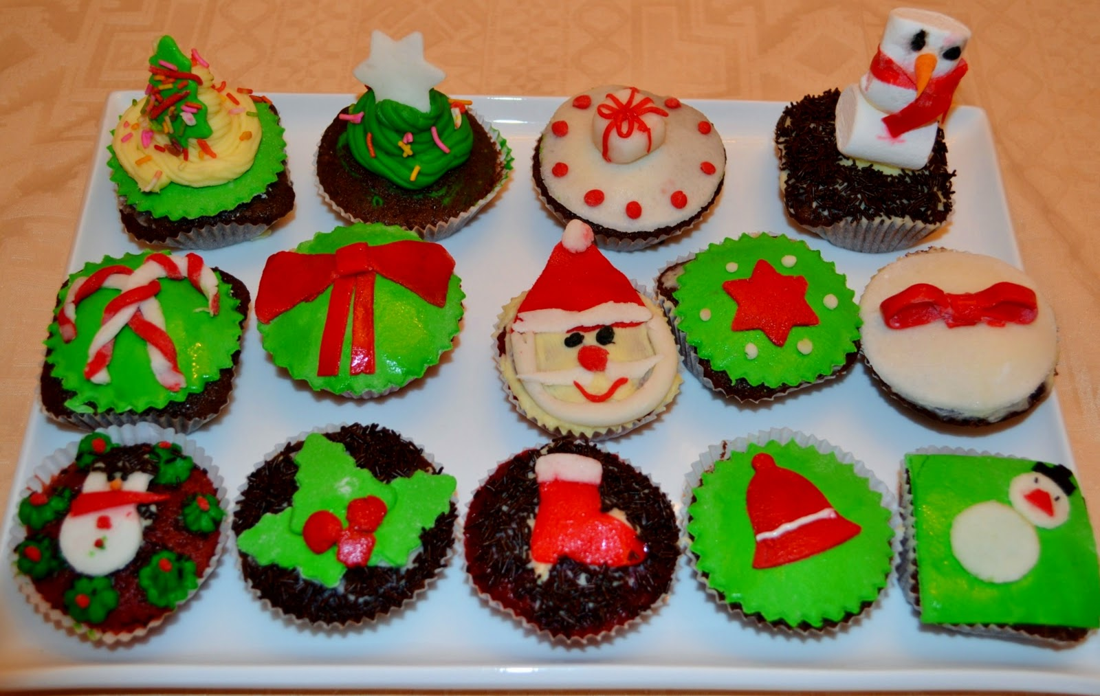Christmas Cupcake Decorations : Deezert: Christmas Cupcakes