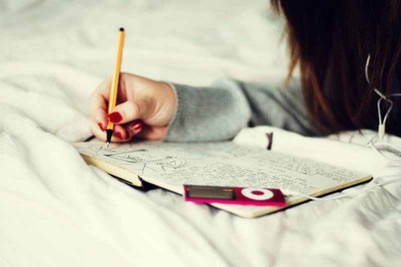 Картинки по запросу девушка с дневником