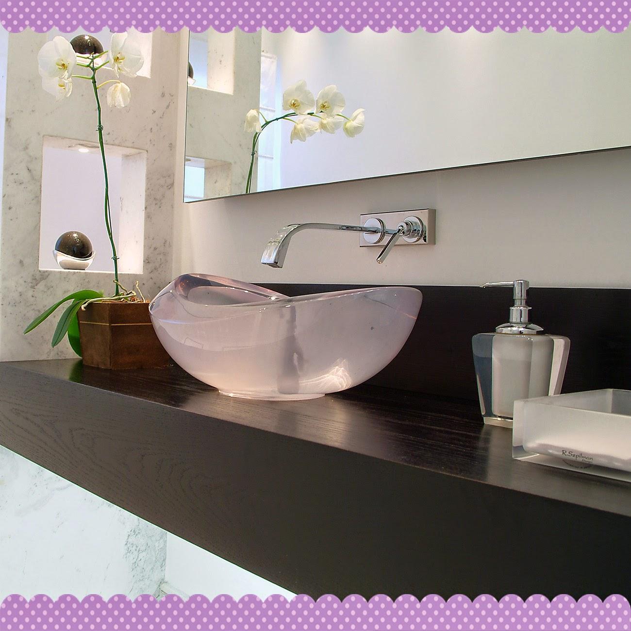 Uma Casa com Amor: 20 Idéias de Prateleiras e nichos para banheiro #416229 1300 1300