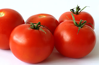 buah tomato, mencegah kedutan