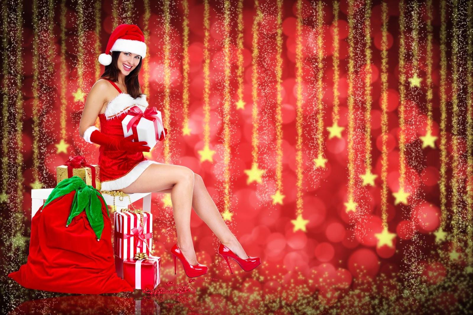 son hermosas postales navideas con esferas regalos santa claus escenarios navideos pinos y mensajes especiales de navidad por favor explore nuestra