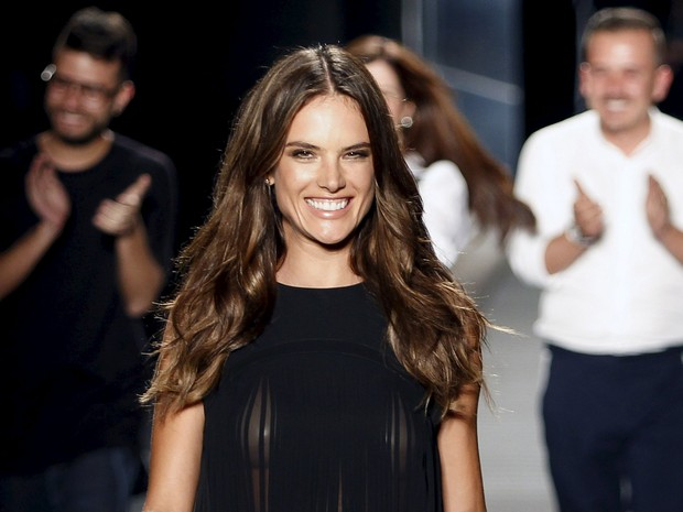 Alessandra Ambrosio parades transparency in Colombia