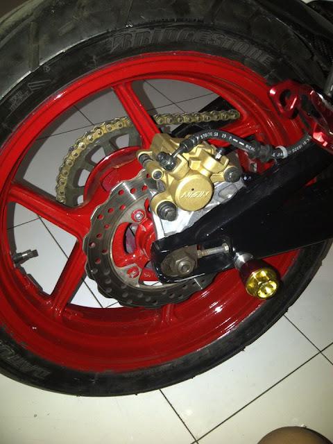 Modifikasi Motor Vixion ala Ducati title=