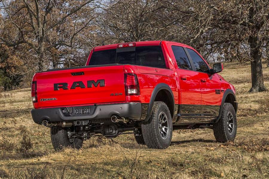 Ram 1500 Rebel Crew Cab 4x4 (2015) Rear Side