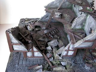 Ruiny budynku, rumowisko, gra Mordheim od Games Workshop, makieta