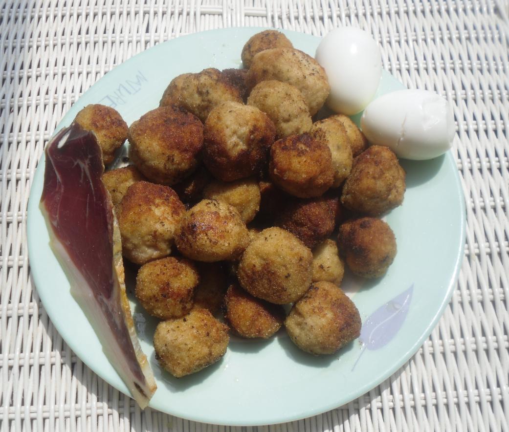 La cocina plural sopa de patata hilada con alb ndigas de - Albondigas de patata ...
