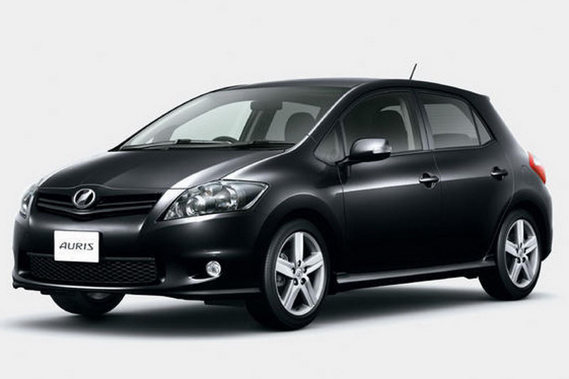 elegant car toyota auris 2010. Black Bedroom Furniture Sets. Home Design Ideas