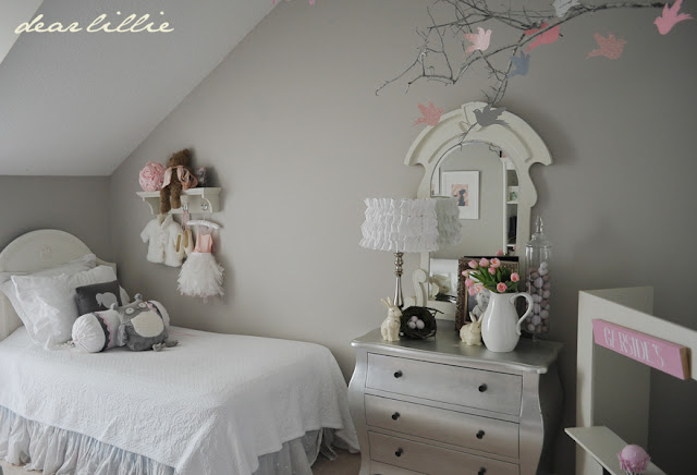 dear lillie a little bit of spring in lillie 39 s room. Black Bedroom Furniture Sets. Home Design Ideas