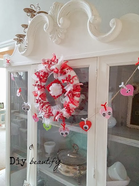 Looking for something unique to hang on your door this Valentines? Make this easy Valentines wreath! Step by step directions included at diy beautify!