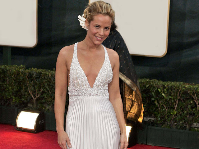 Maria Bello sexy in dress
