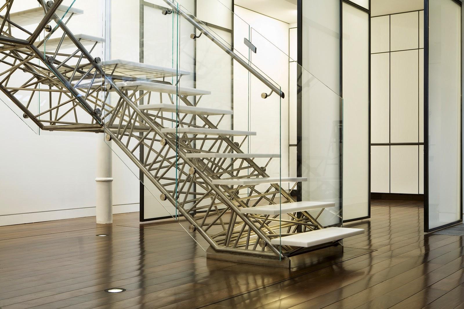 Contoh model tangga dari besi