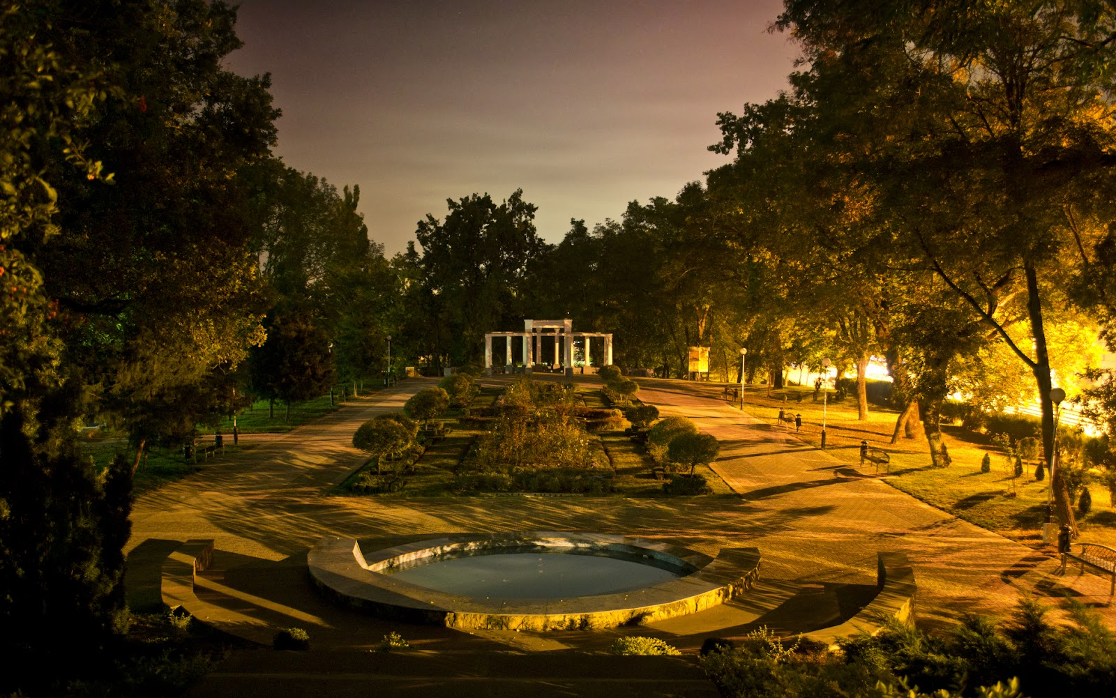 Секс в городском саду 9 фотография