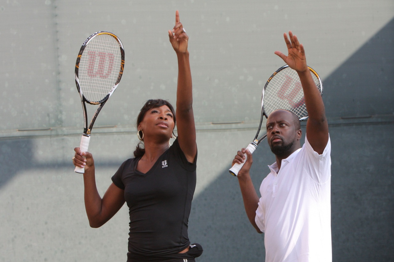 http://4.bp.blogspot.com/-wmUBOgeSG1c/UFlXY3XSAtI/AAAAAAAAAaM/eljP1RdAui0/s1600/Venus+Williams+and+Wyclef+Jean++.jpeg