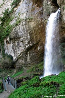 Cascada de Kakouetta y puente.