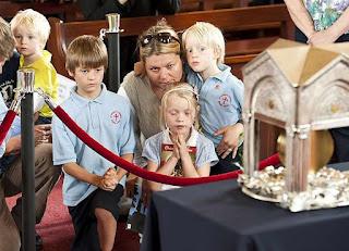 Peregrinação do coração de São João Maria Vianney atraiu milhares na Inglaterra