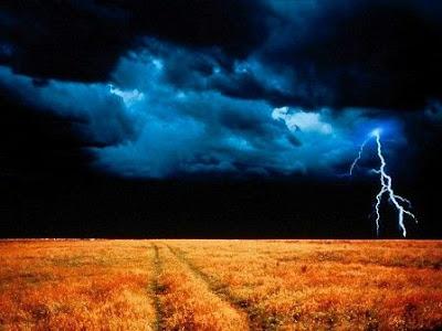 http://4.bp.blogspot.com/-wmsdN_9XaMk/TcUBrgfVphI/AAAAAAAAFA0/feku9W0ib9c/s400/storms02.jpg