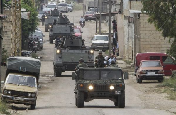 Liban Lebanese+army+soldiers+patrol+the+Lebanese+villages+in+Wadi+Khaled+near+Talkalakh+opposite+the+Syria-Lebanon+border%252C+north+Lebanon%252C+%25284%2529