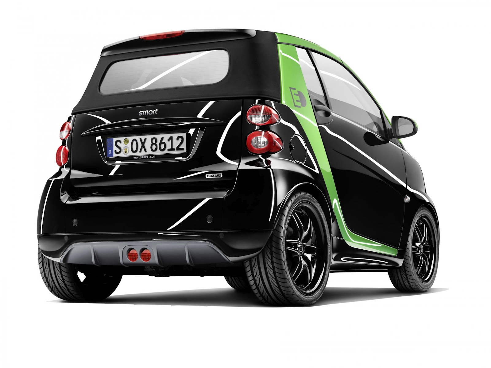 http://4.bp.blogspot.com/-wn70pRhXhCI/T-ALzUZ4-AI/AAAAAAAADSI/OtK7URBa_Xw/s1600/Smart+Fortwo+Electric+Drive+hd+Wallpapers+2012_1.jpg