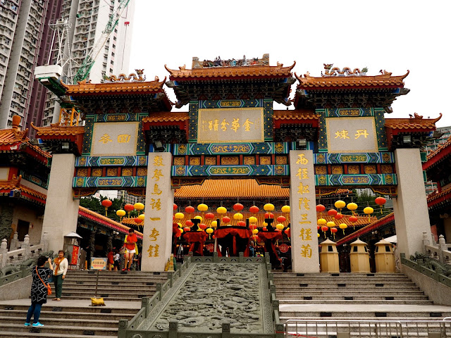 Traditional Chinese architecture of an ornamented archway outside Sik Sik Yuen Wong Tai Sin Temple, Hong Kong