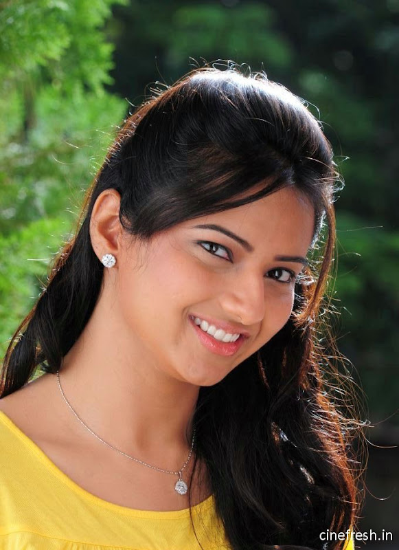 Isha Chawla New Cute Stills Isha chawla Beautiful Photos cleavage