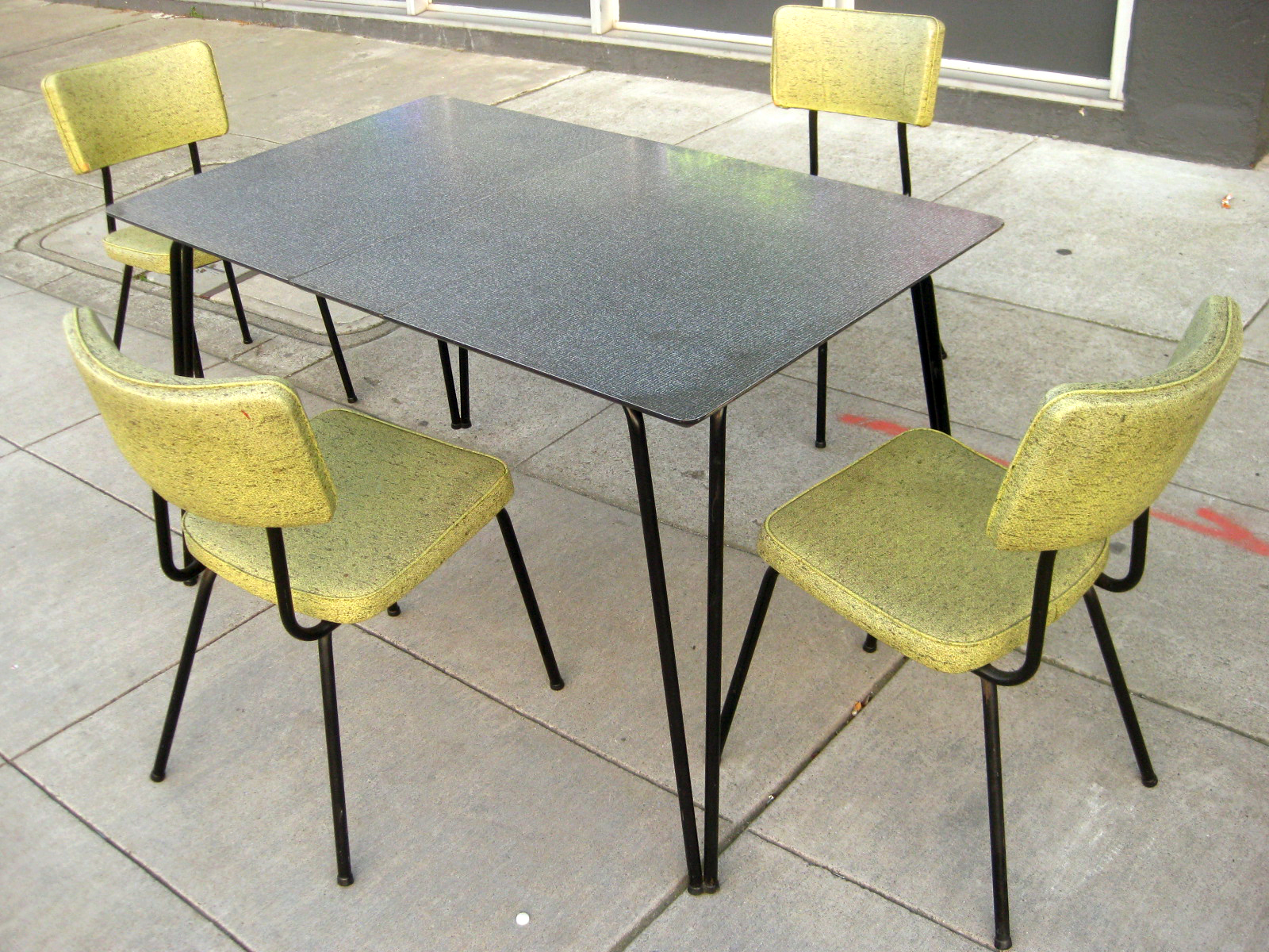 Uhuru furniture collectibles sold 1960s kitchen table for Kitchen table and chairs