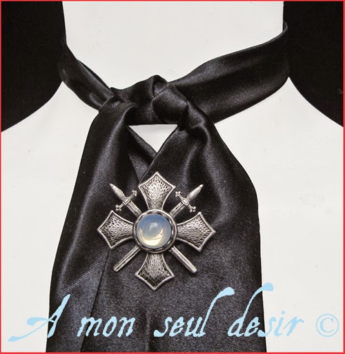 Broche Homme Croix de Malte Bijou Masculin médiéval épée Dandy Gentleman medieval renaissance Maltese cross jewel Sword Brooch