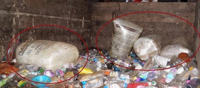 Botellas de plástico y basura