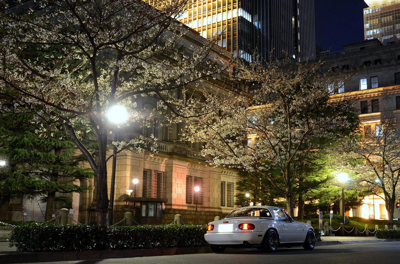Eunos Roadster (Mazda MX-5 / Miata) NA, nocna fotografia, samochody nocą, auta po zmroku, wieczorem, mrok, japońskie, motoryzacja, JDM, tuning, zdjęcia, photos, at night, cars, photography