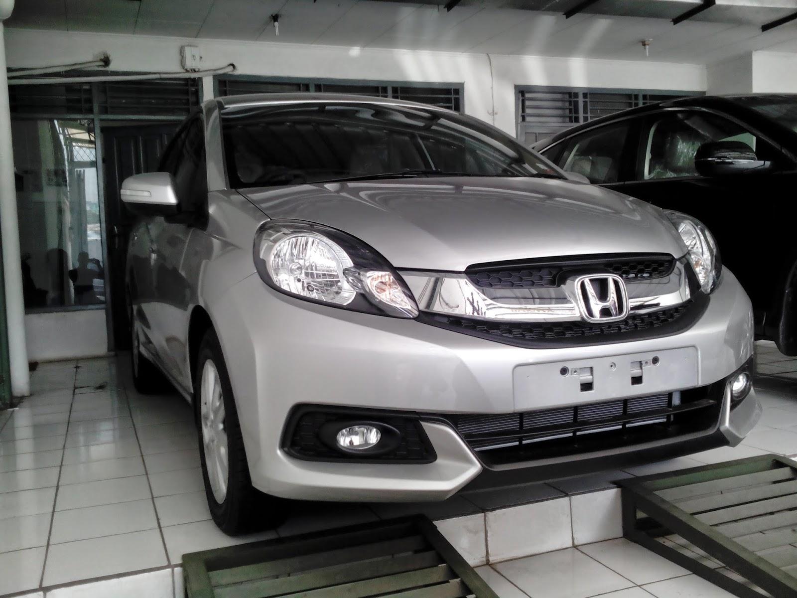 Simuilasi Kredit Honda Mobilio E CVT Putih