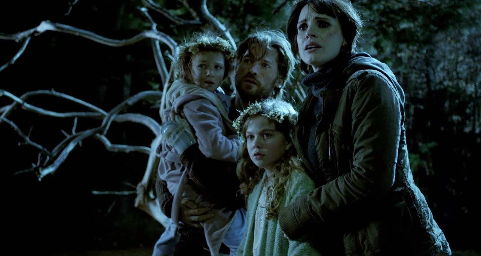 mama 2013, cute movie, scary movie