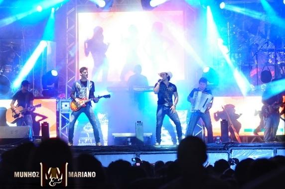 http://4.bp.blogspot.com/-woQe3wf1GP4/T6Z9HxYzwII/AAAAAAAAVM0/mzvGAX-NQKs/s1600/Munhoz+e+Mariano+em+Maringa+Parana.jpg